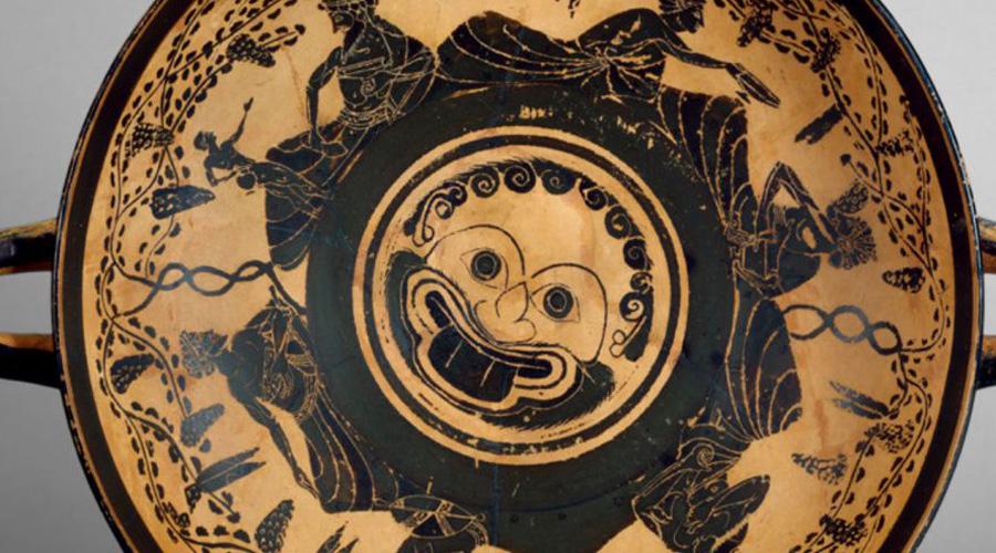 Хидна Хидна из Скиона училась плавать с самого детства, что пригодилось всей Греции. Разбив спартанцев в битве при Фермопилах, персы шли на Афины, скрытно отправив флот вниз по побережью. Хидна сумела проплыть десять километров в бурю, следя за передвижением флота, а затем подала знак афинским судам для атаки. Сама бесстрашная воительница заняла место на флагмане и погибла при первом же столкновении с персами.