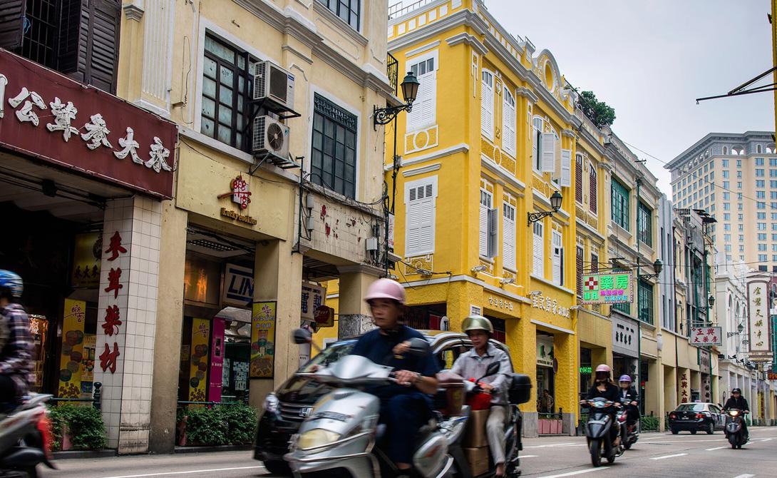 Макао Исторический центр города Макао признан объектом всемирного наследия ЮНЕСКО и охраняется соответственно. В целом, все это микроскопическое государство уже давненько борется против именования специальным административным районом Китая и отстаивает независимый статус.