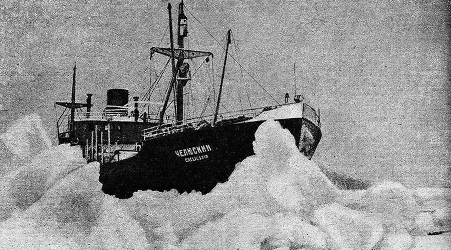 Пламенный мотор Вместо сердца у Отто Шмидта стоял видимо тот самый пламенный мотор, который ранее воспевали большевики в песнях. Он с презрением отверг помощь стоявшего неподалеку ледокола «Литке», решив что и сам сможет выбраться на чистую воду. Капитан увел «Литке», но к ночи многострадальный «Челюскин» вновь начало сносить от чистой воды к бескрайней пустыне ледяных торосов.