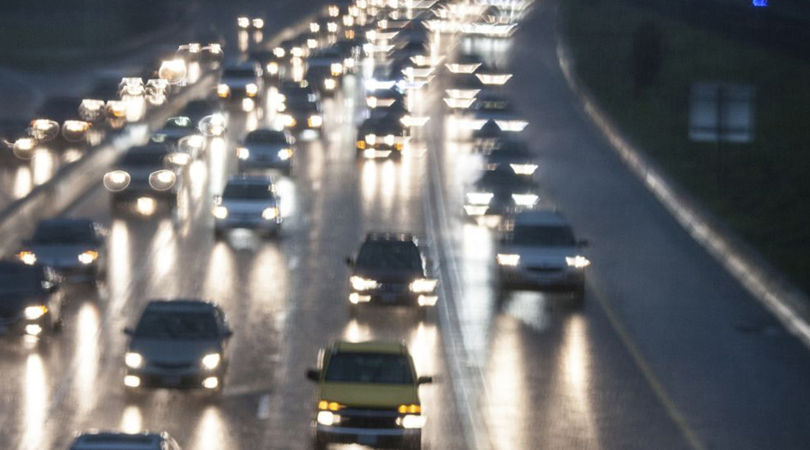 Расстояние Хорошей идеей будет поддерживать значительное расстояние между собой и автомобилем, следующим позади. Ночное вождение — это испытание для каждого водителя и запас дистанции будет не лишним. Вдруг перед машиной выскочит на трассу животное, заставив вас резко нажать педаль тормоза.