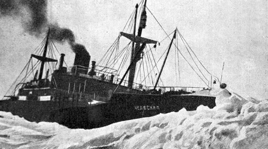 Первые проблемы 15 августа того же года «Челюскин» впервые встретился с паковым льдом, и встреча эта была неприятна. Вызволять пароход был вынужден ледокол «Красин», целые сутки пробивавший ему дорогу. Несмотря на это, Шмидт решил экспедицию продолжать.