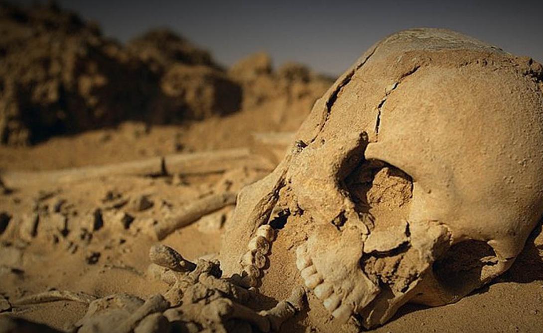 Начало упадка Примерно пять тысяч лет тому назад великая засуха буквально убила процветающую саванну. Из плодородной земля Сахары превратилась в бесплодную, реки пересохли, а вслед за ними исчезли и озера. Само собой, людям и зверям ничего не оставалось, как покинуть насиженные места и перебраться в леса Центральной Африки. Но пустыня не торопится отставать. Последние данные говорят о том, что Сахара неуклонно растет и через пару тысяч лет может поглотить весь континент.