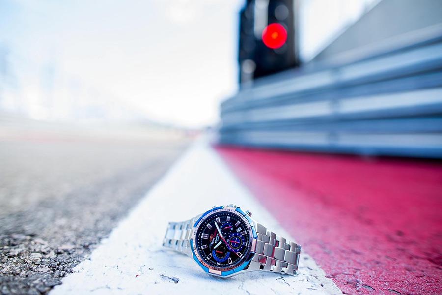 Ответом же производителю часов прозвучали слова главы команды Scuderia Toro Rosso Франца Тоста о новом проекте: Я приветствую выход нашей совместной модели часов, созданной в духе инновационного, динамичного бренда EDIFICE. Постараюсь содействовать созданию еще более тесных отношений между нашими организациями.