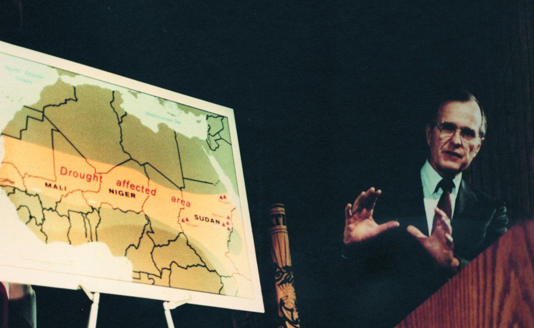 Вице-президент Джордж Буш и карта засухи в Африке, 1985 год