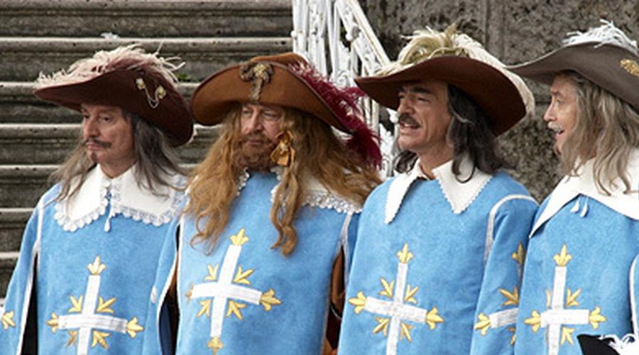 Элитные отряды Еще в 1600-ом году Генрих IV сформировал роту так называемых карабинеров для личной охраны. Состояла она исключительно из дворян. Двадцать два года спустя Людовик XIII вооружил этих воинов длинноствольными мушкетами — так появились Королевские мушкетеры.