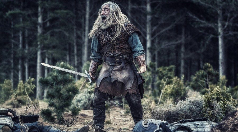 Итоги По большому счету, в схватке должен был победить римский легионер. Он был лучше вооружен, профессионально обучен, чаще всего имел длительный опыт службы — а значит, участвовал во многих сражениях. Тем не менее одиночная схватка почти наверняка осталась бы за варваром-викингом: бесстрашные пираты славились свирепостью и в бою не знали удержу. Подводя итоги можно сказать, что в положении один на один мы отдаем предпочтение викингам, но при масштабных сражениях ставим, все же, на римских легионеров.