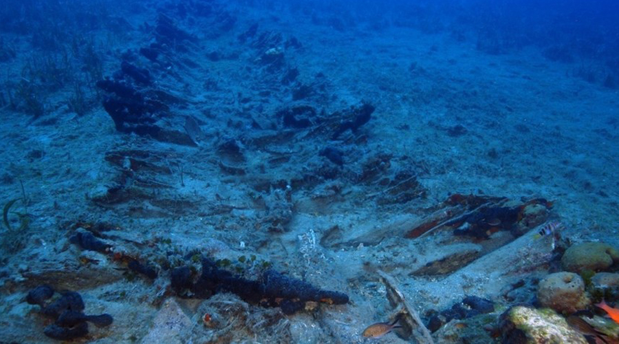 Кладбище кораблей Исследование архипелага Форни (13 островков между Самосом и Икарией) сами археологи называли походом на кладбище. На сравнительно небольшом участке подводного рельефа было обнаружено 23 затонувших корабля, при том что в том году здесь же были найдены еще 22 судна. Ученые справедливо предвкушают богатую «добычу», ведь неподалеку когда-то был найден на дне и знаменитый Антикитерский механизм.