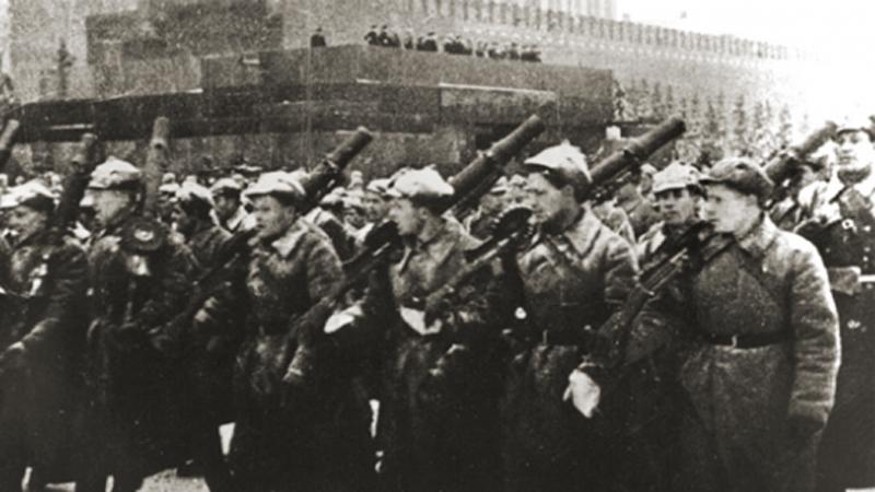 Генерал Мороз Неожиданное похолодание до -30 градусов застало немцев врасплох. Без теплого обмундирования, снаряжения и готовой к работе в таких условиях техники солдаты Рейха оказались в крайне уязвимом положении. О запланированном ранее наступлении не могло быть и речи — немцы ушли в глухую оборону.