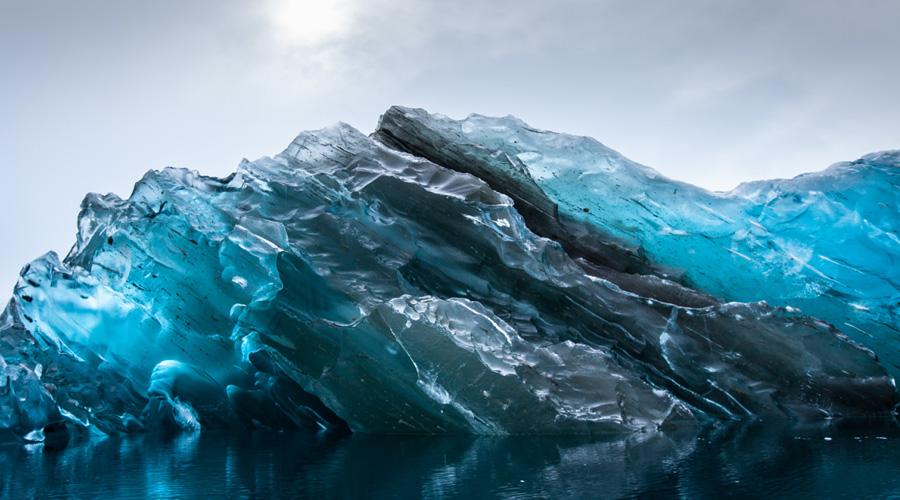 Новый типОказалось, что при распаде минерал образует новую, более устойчивую форму. Эта разновидность брусита выдерживает крайне высокую температуру и огромное давление. Компьютерное моделирование показало, что новая форма минерала медленнее возвращает воду из глубин земли к поверхности, удерживая уровень океана на привычной отметке. Однако, на данный момент ученые просто не понимают, как именно вода возвращается обратно — таких схем в привычном нам мироздании просто не существует.