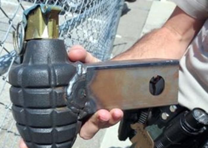 Молоток Как оказалось позднее, эту гранату-молоток сделал себе плотник, проходивший службу в Ираке. Граната — на память о войне.