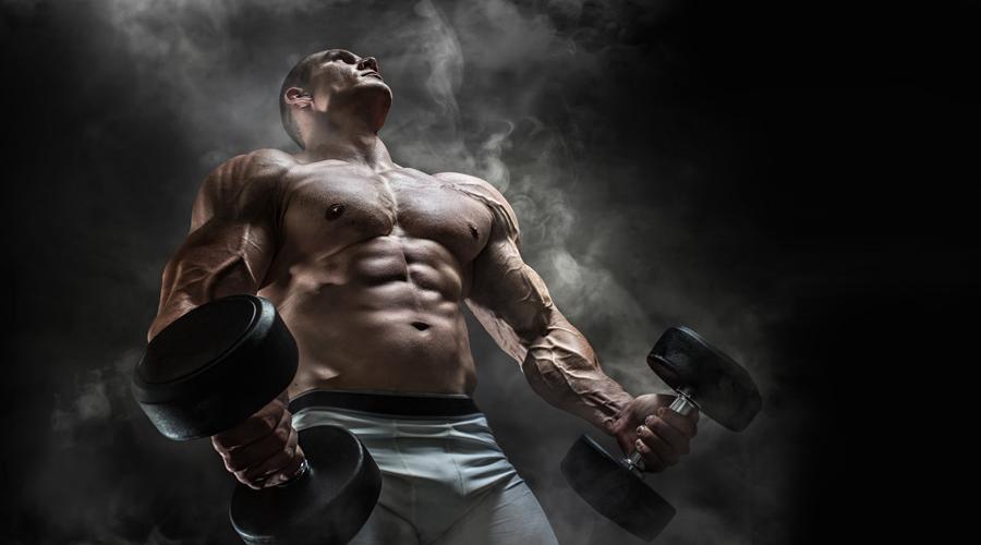 Делаем базу В любых тренировках, на любом уровне делайте упор на базовые упражнения. Приседания со штангой, жим лежа, поднятие штанги над головой, становая тяга: распределите их по дням недели и добивайте тренировку изолирующими упражнениями.