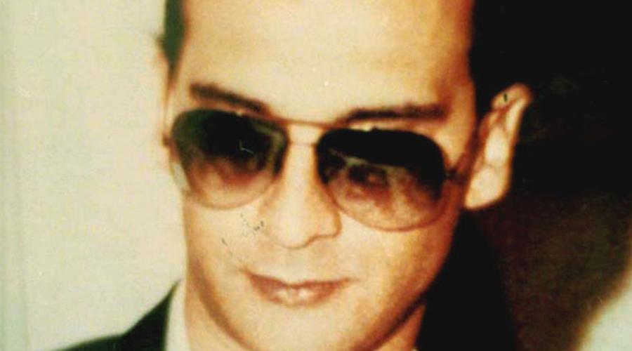 Маттео Денаро Журнал «Форбс» поместил Денаро на шестое место в списке самых разыскиваемых преступников в мире. Пройдя долгий путь с самых низов, бандит по прозвищу Дьяболик в 2007 году стал «крестным отцом» всей сицилийской мафии. Маттео неоднократно хвастал, что своими руками заполнил целое кладбище. Итальянский суд заочно приговорил преступника к смерти, однако сей факт нисколько Дьяболика не беспокоит.