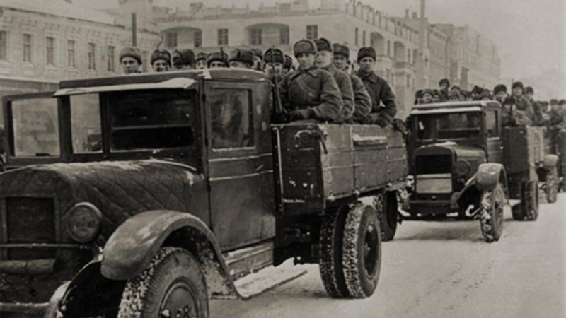 Рискованная переброска Получив информацию о том, что Япония не готова к боевым действиям на новом фронте, командование Красной Армии решило пойти на риск: переброска дальневосточных дивизий к Москве оставляла открытой потенциально опасную границу, зато позволяла внезапно начать контрнаступление у столицы.