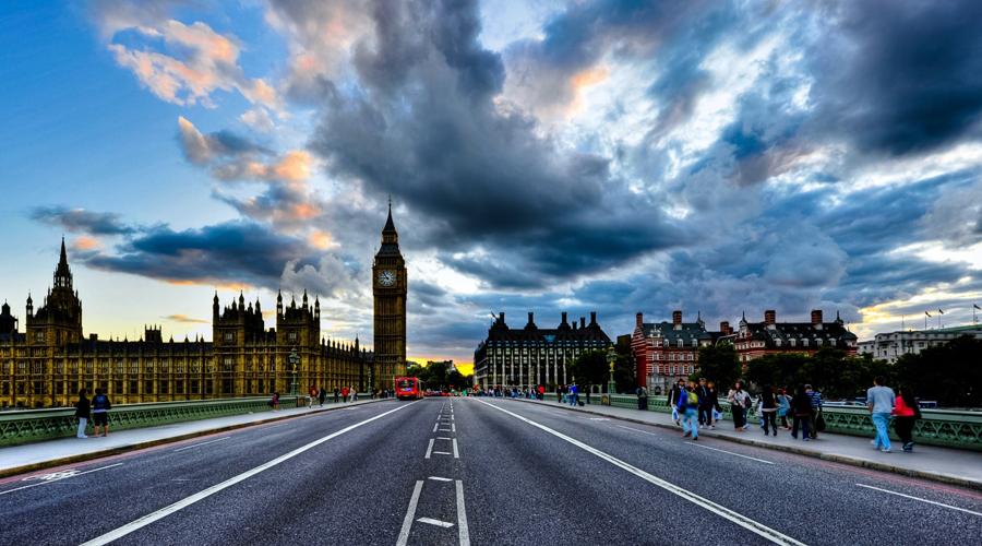 Великобритания 2,8 человека на 100 000 населения Представить чопорных британцев королями дорожных войн откровенно трудно. В самом деле, несмотря на обилие пабов и общую культуру пития, местные дороги признаны безопасными.