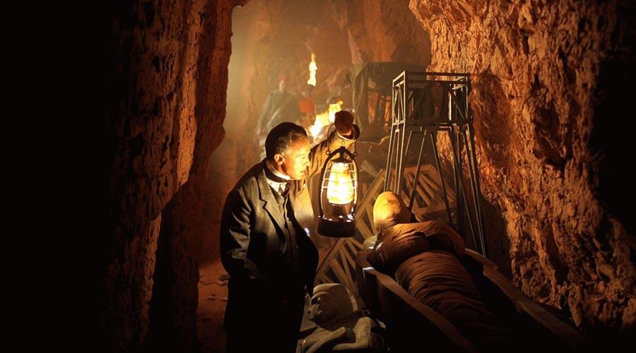 Античные свидетельства Процесс классической мумификации древности воссоздать историкам не удается до сих пор. Дело в том, что единственные сохранившиеся сегодня свидетельства об этапах мумификации принадлежат античным авторам, в том числе и таким великим философам как Геродот, Плутарх и Диодор. Во времена этих путешественников классический процесс мумификации Нового царства уже деградировал.