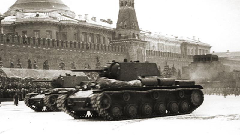 Первые дезертиры Солдаты Третьего рейха давления не выдержали. С началом контрнаступления Красной Армии случаи дезертирства немецких бойцов участились. Современными историками приводится невероятная цифра в 60 000 дезертиров, покинувших ряды еще до конца победного шествия Красной Армии. Естественно, немецкое командование до последнего держало лицо, характеризуя полный провал операции «Барбаросса» как «небольшие затруднения» на Восточном фронте. Хорошая мина при плохой игре, господа.