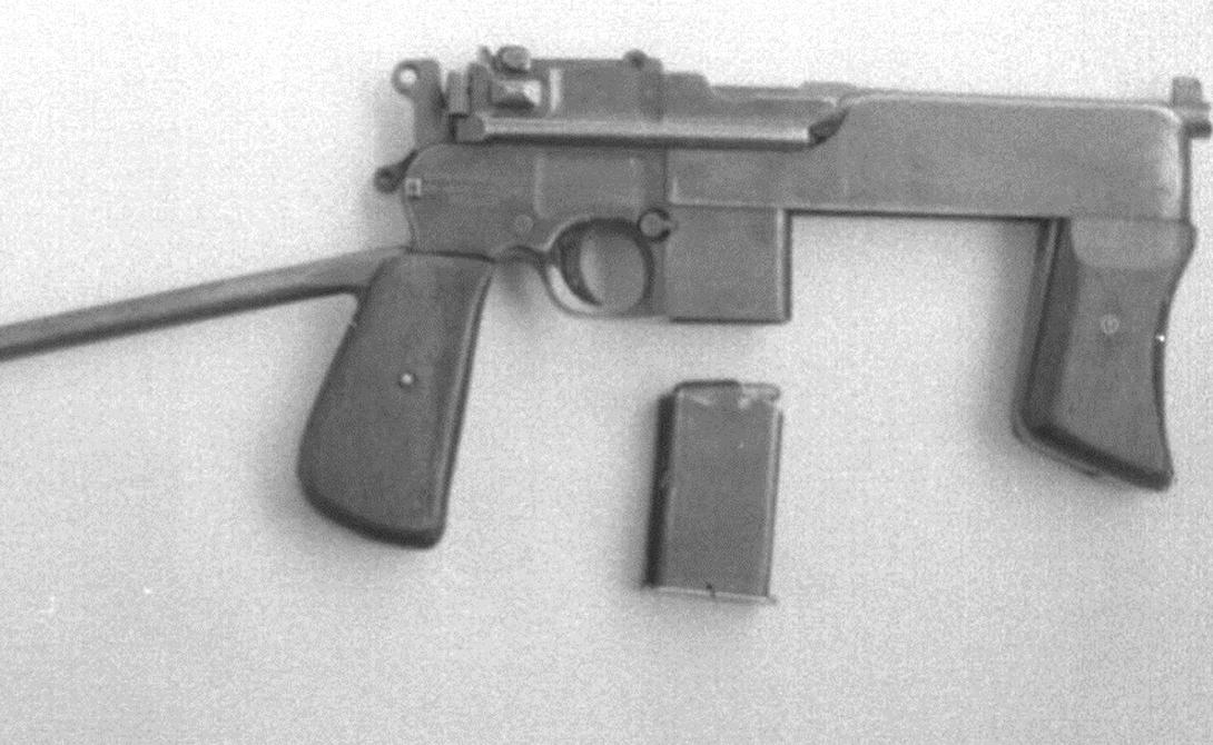 Современность Попытку переделать легендарный пистолет на свой лад предпринимали очень многие страны. Китай, Испания, Тайвань и Япония сделали свои собственные, не слишком удачные варианты «Маузера». Конструкция прошлого века жила очень долго. Примерно в середине 1970-х годов бразильский оружейник Дженар Арройо провел глубокую модернизацию модели 1932 года: его доработки подарили оружию съемный коробчатый магазин, регулятор режима огня и переднюю рукоятку. Некоторое время пистолет под маркировкой PASAM исправно нес службу в бразильской полиции.