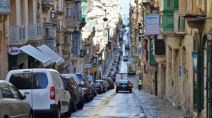 Мальта 2.6 человека на 100 000населения Несмотря на обилие туристов и не самые простые трассы, водить на Мальте действительно безопасно.
