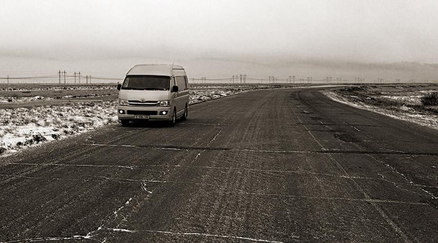 Казахстан 24.2 человека на 100 000 населения По сравнению с 2008 годом (30.6 на 100 000 населения) Казахстан показывает очень хорошую динамику: в 2016 году в ДТП гибло «всего» 24.2 из 100 000. Тем не менее, это все еще страна с самыми опасными дорогами в мире — сравните, к примеру, со статистикой Норвегии.