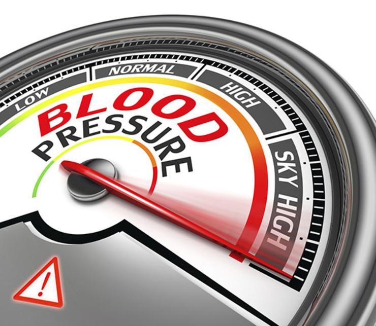 Артериальное давление Всего за две недели постоянных тренировок ваши кровеносные сосуды адаптируются к новым условиям. Бросили фитнес? Артериальное давление взлетит до небес, причем мгновенно. Хорошая новость в том, что уже первая неделя возвращения к тренировкам инициирует обратный процесс. Плохая — будете часто бросать-начинать снова и можете попрощаться со здоровьем своего сердечка.