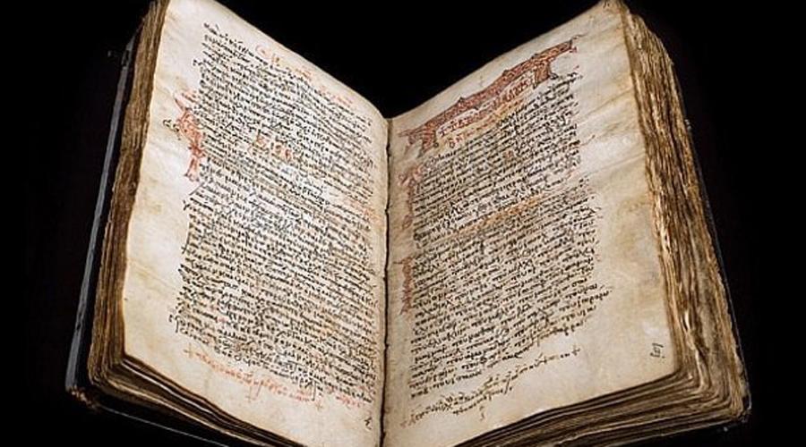 Закинфский кодекс На страницах этой древней книги когда-то давно было записано оригинальное «Евангелие от Луки». Но затем кто-то аккуратно стер весь текст, чтобы повторно использовать бумагу — видимо, человек даже не подозревал, что именно он стирает. Сегодня спектроанализ позволяет исследователям увидеть буквы оригинального текста, но до расшифровки пройдет еще немало времени.