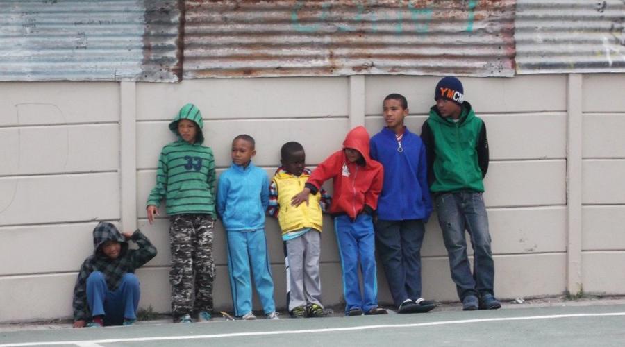 Junky Funky Kids Их название звучит шуткой, но на деле это одна из самых странных и самых беспощадных банд Кейптауна. Мальчиков вербуют еще в средней школе, но в действительные члены банды принимают только тех, кто вынес сорокаминутное избиение от прочих «мальчишек».