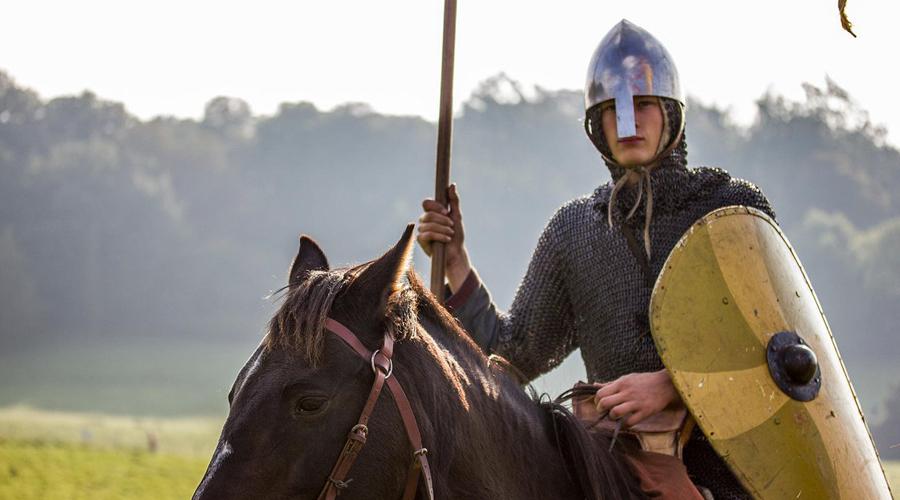 Элита Рыцари-норманны могут проследить своих предков до самых йомсвикингов — суровых воинов древней Дании. Сливаясь с англосаксами, ирландцами и даже итальянцами, норманны превратились в совершенно новую расу воинов, мужественных и умелых. Именно они вывели тяжелую кавалерию на европейские поля боя — а эту тактику использовали вплоть до Средних веков.
