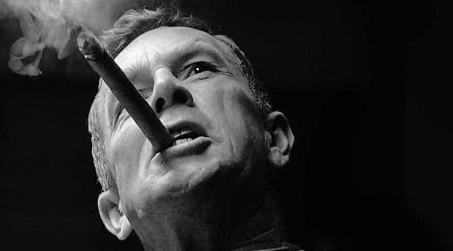 Цели кибератаки В качестве одного из специалистов NBC пригласили адмирала в отставке, Джеймса Ставридиса. Бывший военный, а ныне уважаемый эксперт-политолог, обозначил основные цели американской кибератаки: это будет проверка боем способности России цензурировать внутренний трафик и попытка выявить финансовые сделки Владимира Путина и его близких.