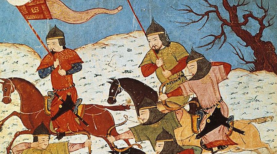 Изогнутый лук В пятом веке от Р.Х. Аттила во главе гуннских орд вторгся в Европу с Востока. Кровавый вал прокатился через Римскую империю, где гунны получили прозвание «Бича Божьего». Для западных воинов тактика Аттиллы стала ужасной проблемой: маневренная конница наносила мощный удар и мгновенно растворялась. Большинство воинов-гуннов использовали композитные луки, собранные из дерева, сухожилий, рога и кости. В отличие от западного лука, это степное оружие было изогнуто на концах, что генерировало добавочный крутящий момент, позволяя стрелам с легкостью пробивать тяжелую броню на ста метрах.