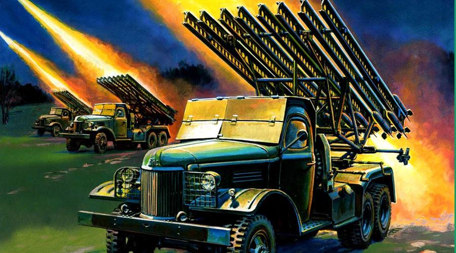 Модификации «Катюши» В годы войны были созданы многочисленные модификации как реактивных установок, так и боеприпасов к ним. К примеру, модель БМ-13-СН имела спиральные направляющие, которые придавали снаряду вращательное движение, чем значительно повышали его точность. БМ-8-48 стреляла снарядами калибра 82 мм и имела 48 направляющих, аБМ-31-12 так и вовсе смущала противника гигантами калибра 310 мм.