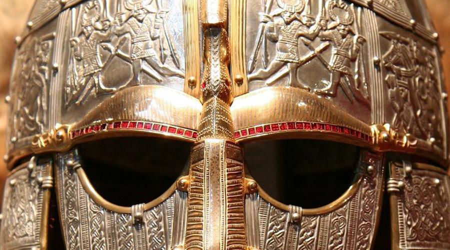 Жадные и беспощадные Уже первый период экспансии норманнов показал, что цивилизованному миру нечего противопоставить таким воинам. Жадные, воинственные, безрассудно смелые моряки нападали на Англию, Шотландию и Ирландию. Примерно в конце века IX неглупые в целом норманны изменяют тактику и начинают заселять, а не грабить новые территории.