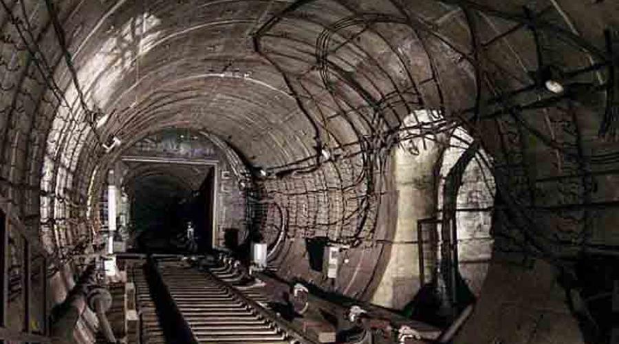 Подземный город в Раменках Журнал Time в 1992 году опубликовал громкую статью, где со многими доказательствами было показано реальное существование подземного города в районе Раменки. Притом, доказательства предоставил один из офицеров КГБ — перебежчик прихватил с собой чертежи секретного объекта. Десять лет спустя после публикации, 26 декабря 2002 года, в этих подземельях вспыхнул пожар, после чего скрывать бункер было уже невозможно.