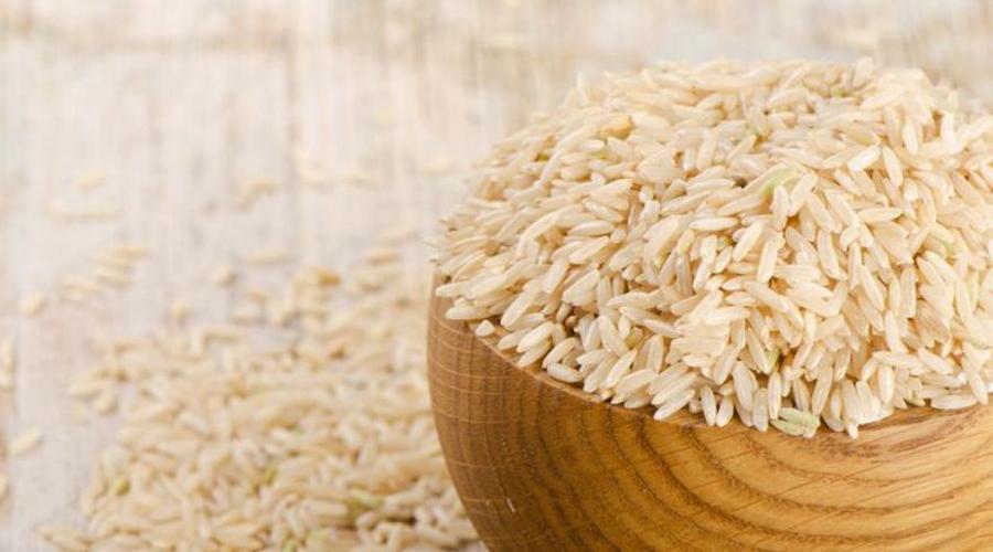 Масса пользы В рисовой крупе содержатся полезные микроэлементы, которые будут способствовать скорейшему расщеплению жира. При удаче организм привыкнет к новому режиму за неделю монодиеты и в дальнейшем сброс веса станет проще. А еще, в рисовых зернах высока концентрация лецитина —он положительно действует на работу мозга. Фосфор, кальций, цинк, йод и железо здесь тоже есть.