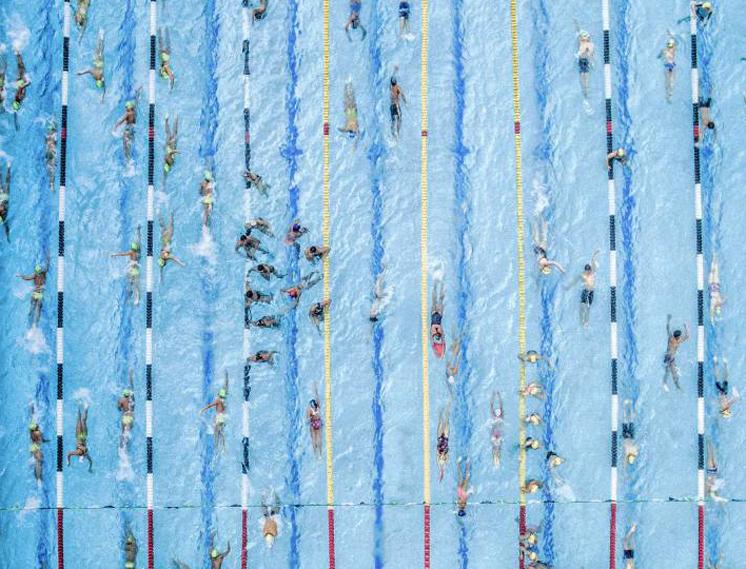 Группа молодых пловцов готовится к соревнованиям в Cúcuta, Колумбия