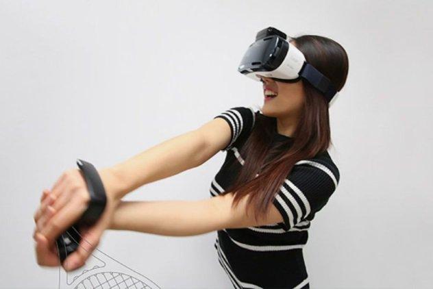 Samsung Lab На выставке Consumer Electronics Show 2016 специалисты Samsung продемонстрировали последние достижения своей инновационной программы Creative Lab. Были представлены всего три предмета: пояс со счетчиком калорий WELT, контроллер для систем виртуальной реальности The Rink и умные часы TIPtalk.