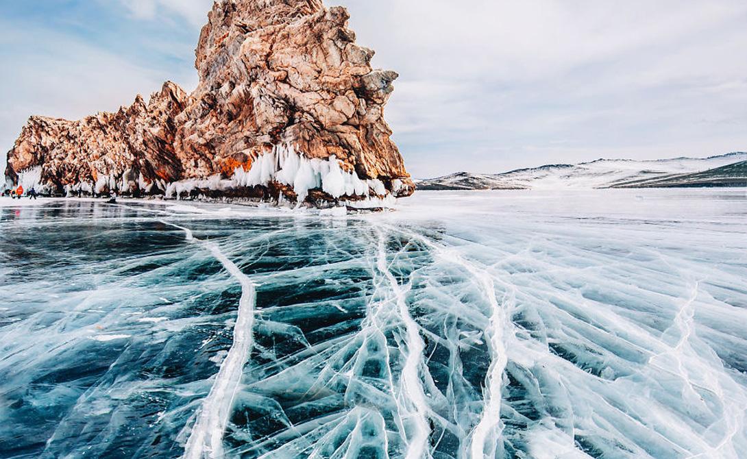 Отважные путешественники Кристина Макеева отправилась снимать этот район в компании близких друзей, но в итоге провела все время на льду озера. В некоторых местах лед оказался скользким, будто зеркало, и многие путешественники передвигались по нему на коньках, санках и даже велосипедах.
