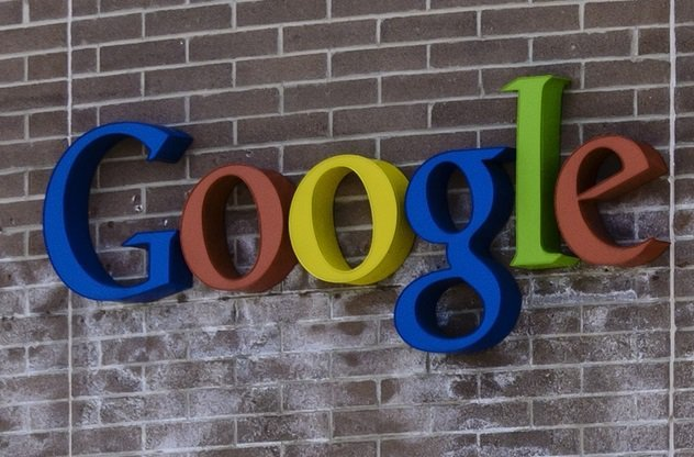 Google X Лаборатория была создана в 2010 году и теперь размещается в ничем не примечательном здании неподалеку от главного корпуса. Именно здесь ведется разработка инновационных решений для глобальных проблем человечества: проект беспилотных автомобилей и эксперимент известный как Project Loon тоже родились в недрах этой лаборатории.