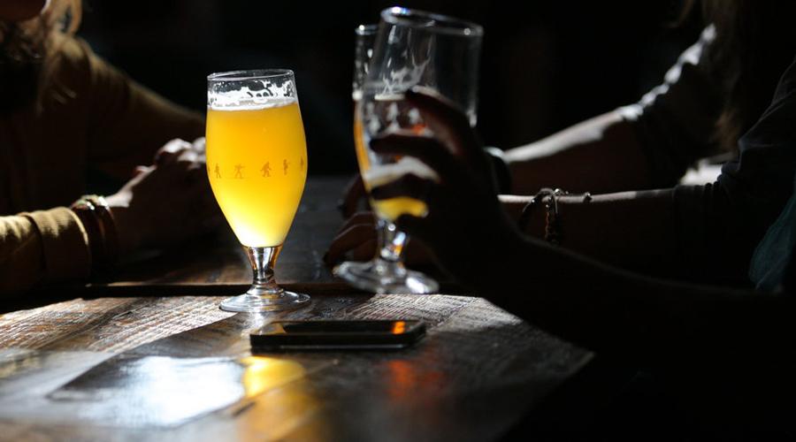 Лучшая диета Профессор Лондонского королевского колледжа Тимоти Спектор уверяет, что светлое пиво ведет к снижению веса. Согласно его исследованиям, полезные кишечные бактерии помогают пищеварению. Главное, не закусывать полезные бактерии не столь уж полезными снэками.
