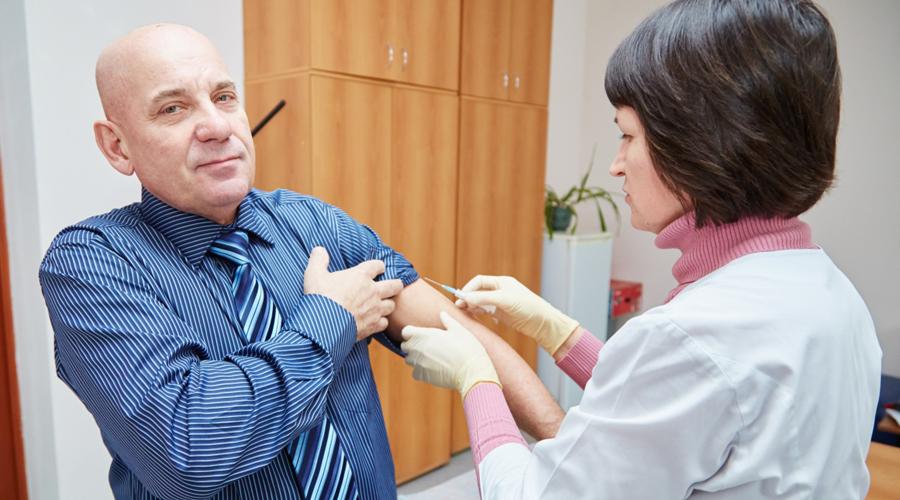 Вакцины для взрослых После второй прививки от гепатита А иммунитет сохранится уже на всю жизнь. Против генотипа В нужно вакцинироваться с 18 до 55 лет, от гриппа — каждый год. О краснухе стоит побеспокоится девушкам 18-25 лет, дифтерия и столбняк требуют вакцинации каждые 10 лет.
