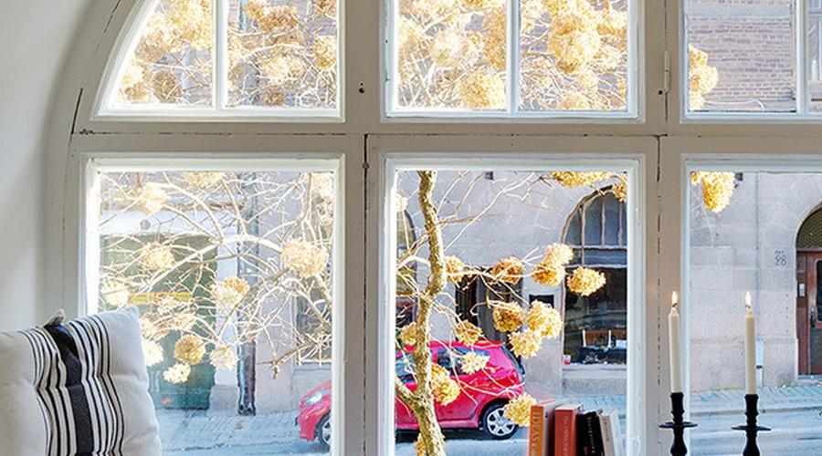 Тепло и толсто Конечно, зимой меньше всего на свете хочется открывать двери и окна. Однако, сделать это придется: врачи-диетологи советуют не только проветривать помещение, но и спать при пониженной температуре. Дело в том, что холод заставляет работать подкожно-жировую клетчатку, от которой зависит скорость сжигания калорий.