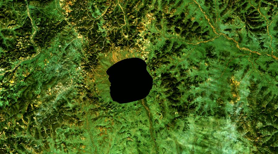 Озеро Эльгыгытгын С чукотского это непроизносимое название переводится довольно просто — «белое озеро». Оно появилось в результате падения метеорита и имеет диаметр в 13 километров. Ученые считают, что именно этот метеорит привел к значительному похолоданию климата на территории Чукотки.