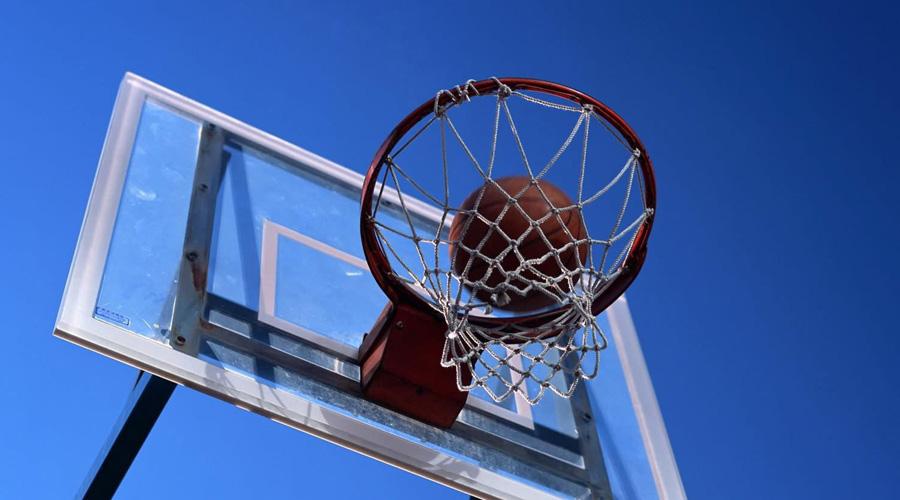Баскетбол 700 калорий/час Может показаться, что 700 калорий за час это не так много — но тут вы будете не правы. Баскетбол отлично развивает реакцию, глазомер и скорость.