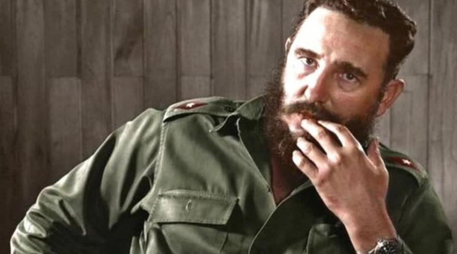 Убийство Фиделя Кастро За 15 лет, с 1960 по 1965 года ЦРУ предприняло целых 12 попыток устранить Фиделя Кастро. Информация об этом появилась лишь в 1975 году, что конечно возмутило весь мир: целых десять лет США на голубом глазу рассказывали о собственной политике невмешательства, и тут такое. Надо сказать, что все попытки убийства выглядели максимально странно. Фиделя пробовали устранить подводным костюмом с ядом, птицей-убийцей и даже взрывающейся сигарой. Ощущение, будто в ЦРУ мультфильмов пересмотрели.