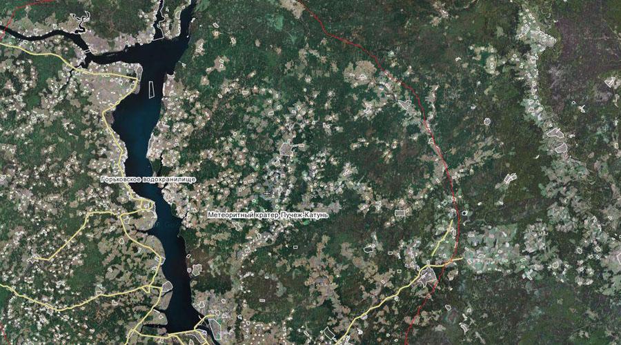 Пучеж-Катунский кратер 167 миллионов лет назад на территорию современной Нижегородской области упал огромный метеорит. Исследователи смогли обнаружить его следы только благодаря космической съемке, поскольку на рельефе местности кратер не виден. Пучеж-Катунский кратер можно считать одним из самых загадочных кратеров России: здесь находится засекреченная сверхглубокая скважина — исследователи пробурили в земле дыру аж на 7374 метра.