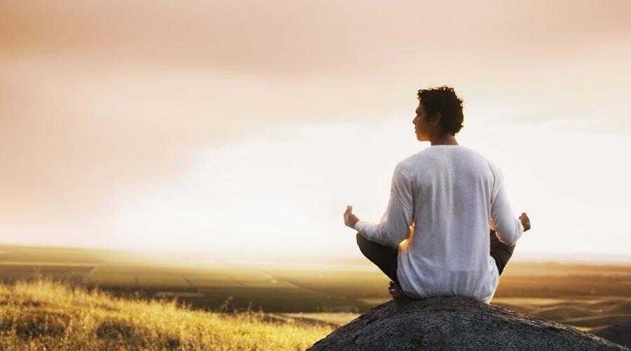 Устраняем стресс Мы все живем в состоянии перманентного стресса. Это основная причина появления лишнего веса, а вовсе не пиво (о пользе которого мы писали вот здесь). Дело в том, что стресс приводит к замедлению метаболизма: организм считает опасность реальной и пытается как может сэкономить ресурсы. Медитируйте, успокаивайтесь и худеть будет намного проще.