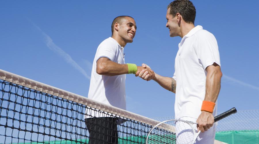 Теннис 728 калорий/час Теннис серьезно прокачает вашу выносливость. Сильные плечи, бицепсы, стройные и накачанные ноги — серьезно, этот спорт прекрасен. Кроме того, вы хоть раз видели толстых теннисистов? Вот-вот.