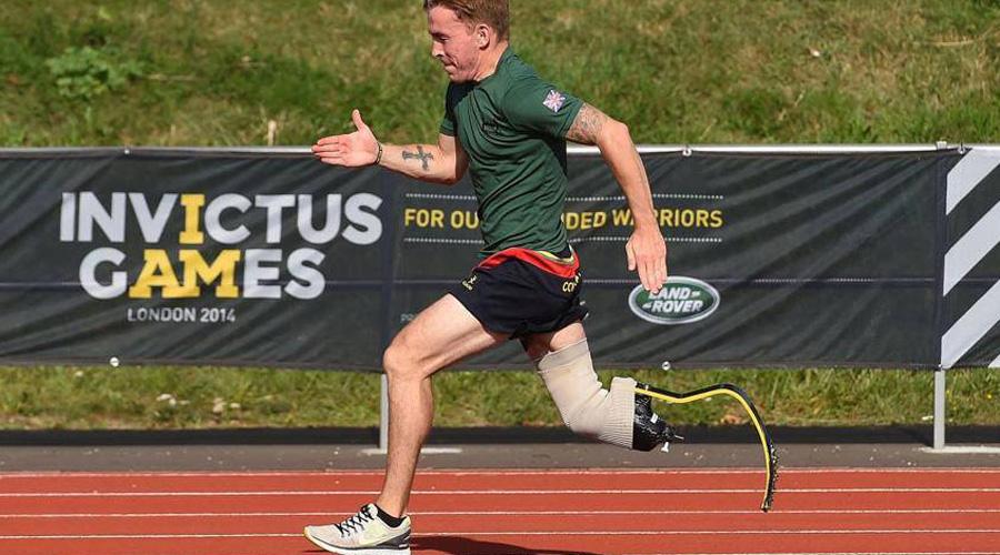 На одной из утренних пробежек Грант повстречал канадца, который потерял ногу в автомобильной аварии. Тот с легкостью пробегал 10 километровый марафон за 37 минут и 53 секунды, и Энди решил во что бы то ни стало побить его рекорд.