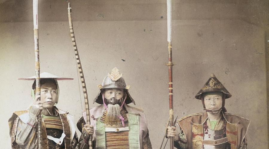 Бусидо Из фильмов нам хорошо известно, что самураи посвящали жизнь Бусидо, Пути воина. Однако за малейший проступок Бусидо предписывал одно и то же наказание: вскрыть себе брюхо. И нет, храбрые воины не настолько ценили слова на бумаге, чтобы следовать кодексу без исключений.