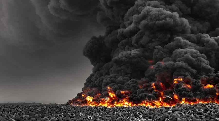Запрет на сжигание Естественно, запрещено и сжигание покрышек, хотя это кажется простейшим способом для решения проблемы. Дело в том, что при высоких температурах горящие шины обогащают воздух такой гадостью, как мышьяк, бензол, диоксины и окись углерода — мало радости для жителей окружающих городов. Сулабия же горит довольно часто, и каждый раз это похоже на настоящую экологическую катастрофу.