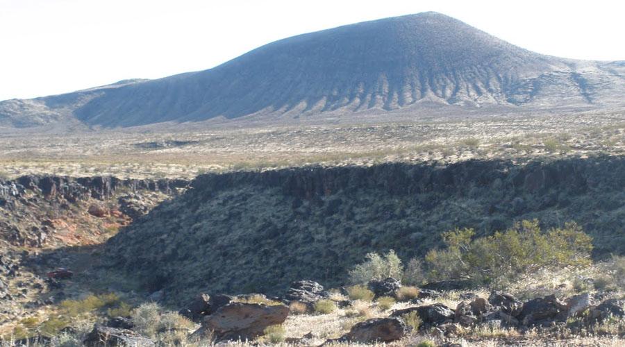 Кратер Логанча Небольшой (всего-то 22 километра в диаметре) кратер находится в Красноярском крае. Ледники и геологические процессы деформировали его структуру, так что исследователи обнаружили кратер лишь тридцать лет назад.